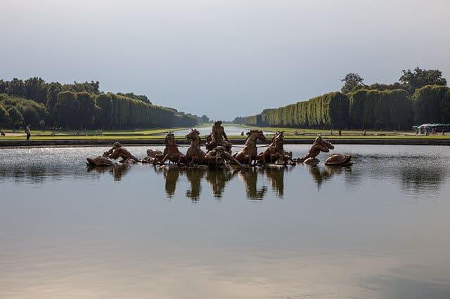 ארמון ורסאי - אגם בתוך שטח הארמון