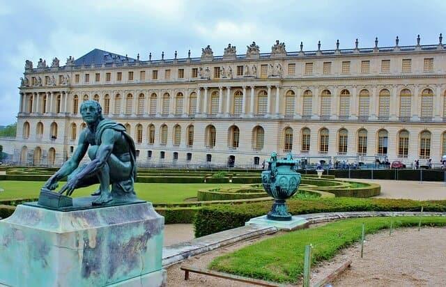 ארמון ורסאי - מעניין כמה חדרים יש שם :)