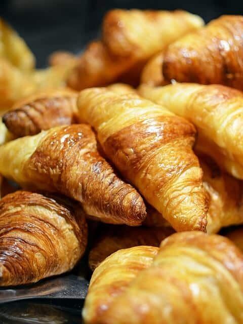 לטייל בפריז - קרואסון חמאה טעים!