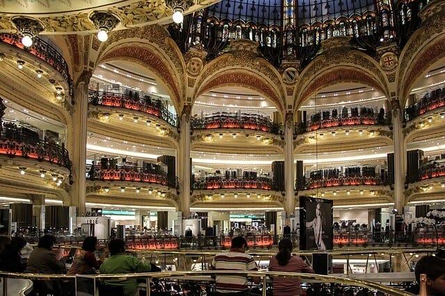 קניון עצום בגודלו - Galeries Lafayettes